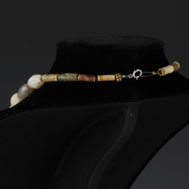 Necklace With White Agate Beads