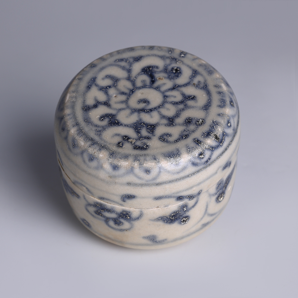 Hoi An Shipwreck Blue and White Decorated Cylindrical Box